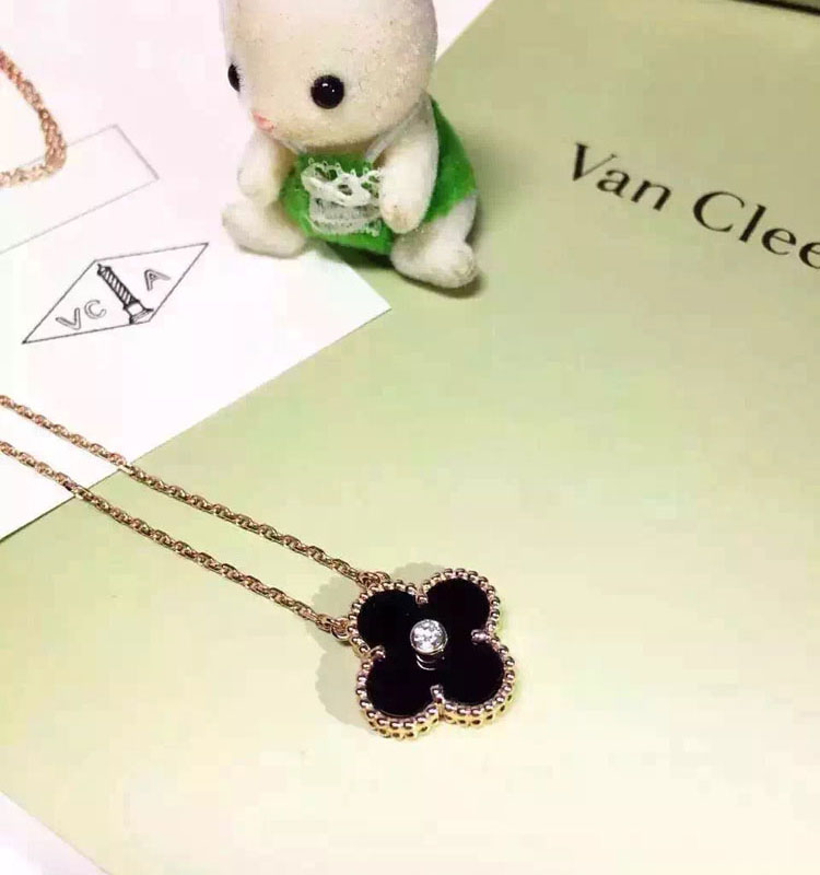 plica Van Cleef Arpels necklace
